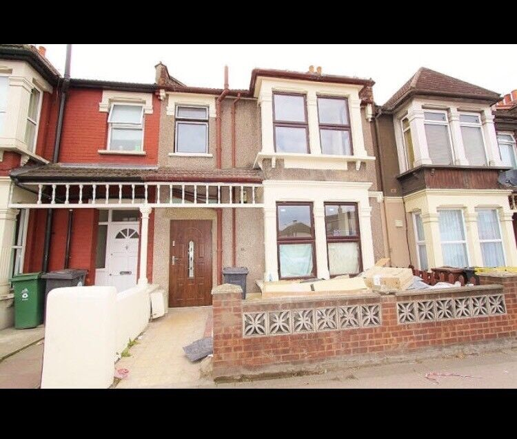 3 Bedroom Terraced House | £1900 PCM