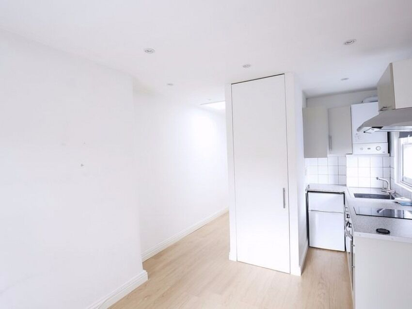 Bright Spacious Studio NW5 - Bills Included
