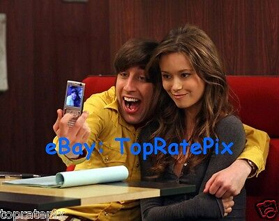 Simon Helberg With Summer Glau   The Big Bang Theory   8X10 Photo
