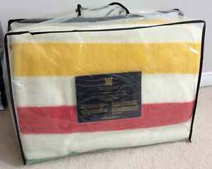 HUDSON'S BAY COMPANY 100% Wool Queen Size Point Blanket