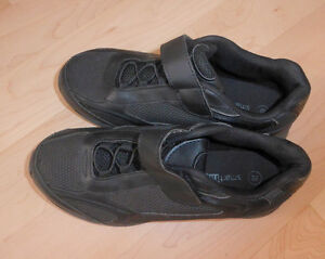 NEW black SmartFit sneakers $ 5, Champion sneakers $ 5, youth 4 Kitchener / Waterloo Kitchener Area image 3