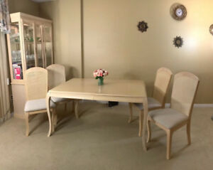 Elegant dining table+ 4 chairs + china cabinet