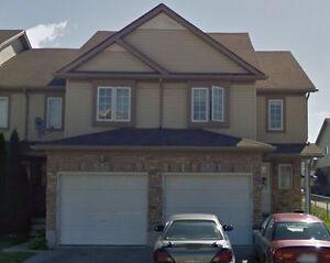 Townhouse for rent in desirable family neighbourhood