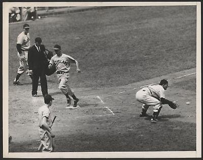 1947 Orig 1St Gen Press Photo   Gordon Robinson