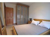 2 bedroom flat uni at the step door plus transportation