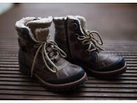Brand New Leather good quality warm winter boots boys or girls Eu Size 34, UK size 1