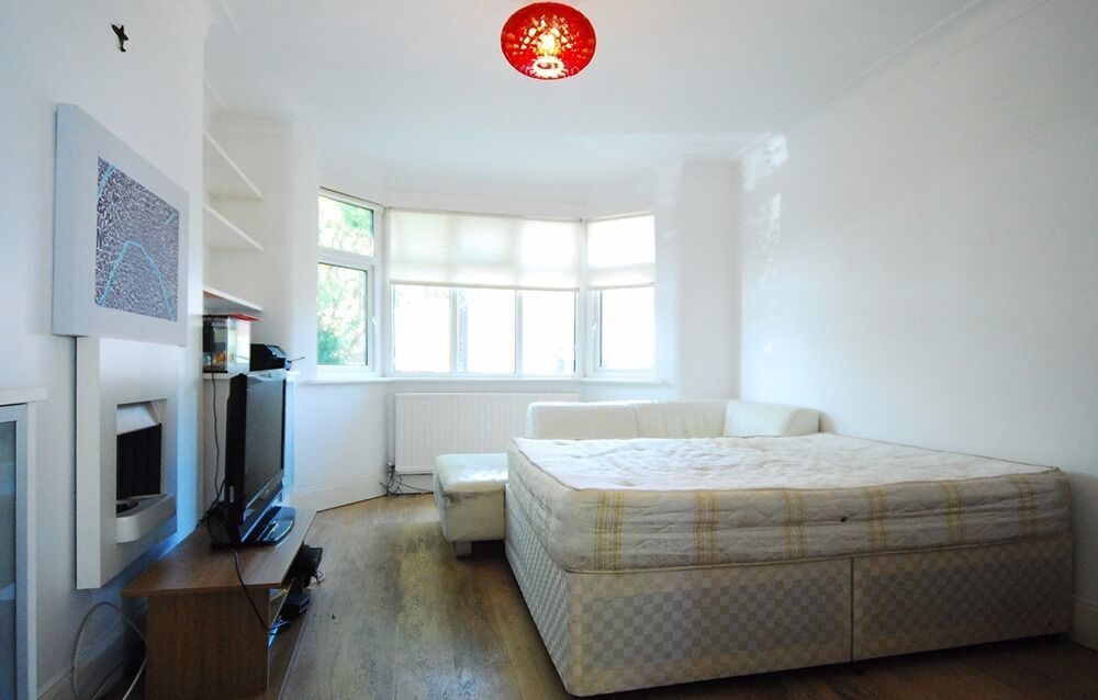Spacious Bright Room in a Friendly House - Golders Green //