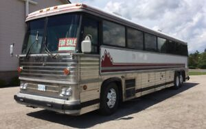 Well maintained 40' MCI 9 Coach Bus