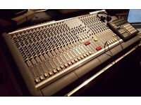 Soundcraft Venue ii 24 channel 8 Subgroup Analog Mixing Desk Console Flight Cased with Original PSU!