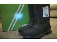 Size 11 Rigger boots (BNIB)