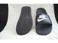 Nike sliders size 10 in exellent condition