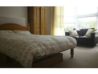 BRIGHT AND SPACIOUS ROOM PLYMPTON