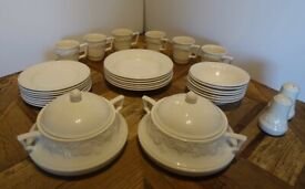 LINCOLN CREAMWARE CROCKERY - MADE IN ENGLAND - DISHWASHER & MICROWAVE SAFE - USED - GOOD CONDITION