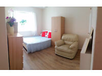 Available NOW! Big double room. Only 10 minutes to Hoxton/Old Street Stations
