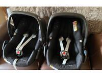 Maxi cosi pebble plus x2 twin car seats with x2 rain covers