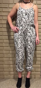 SIZE 2 BANANA REPUBLIC PATTERN JUMPSUIT- NEW WITH TAGS