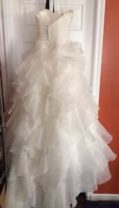 Beautiful Wedding Dress in Excellent condition St. John's Newfoundland image 4