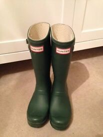 Classic Green Hunter Kids Wellies Size 1 Excellent condition.