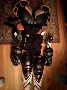 Girl's Hockey Equipmy dtr 13-14 years old / No Holds No delivery
