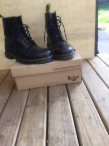 Doc Martens smooth 1460 size 11 mens (black) Narre Warren Casey Area Preview