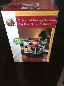 Motorized rotating PHOTO CUBE - Great gift idea!  BRAND NEW!