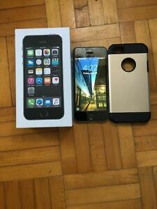 iphone 5s unlocked 16gb with case, box and charger