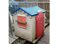 Plastic play house/dog kennel