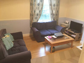 SPACIOUS FIRST FLOOR FURNISHED 2 BEDROOM FLAT, Harvard Road, Chiswick W4