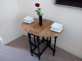Vintage Dining Table in black with stripped wood top