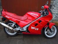 1986 HONDA VFR750 FG - CLASSIC - THE ORIGINAL YEAR IN EXC COND - 19000 MILES - SERVICED - 12 MTH MOT
