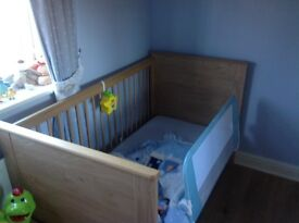 cot/jnr bed and changing unit