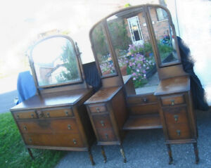 Antique SOLID WALNUT 5 PC Bedroom Set:Dresser,Vanity,Bed,deliv$$