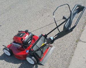 NEW TORO 22 Recycler self-propelled mower w. electric start