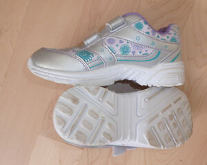 Athletic Works sneakers, size 1 $ 5, cleats, size 13 $ 4 Kitchener / Waterloo Kitchener Area image 3
