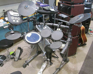 Roland TD-6 electronic drum kit 8 triggers 14 sounds works great
