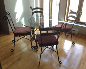 table + 4 chaises chairs + 2 tabourets stools - Pier 1