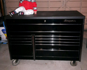Snap-on Master Series. 17 drawer with Snap-On Rhino liner top.
