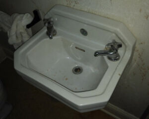 Bathroom Sink & Faucet - Vintage, Wall Mount, White, 19(w) x 14