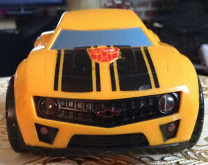 TRANSFORMER 2010 HASBRO. MACHINE LIGHTS & SOUNDS BUMBLEDEE