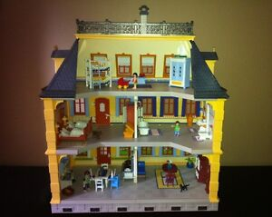 Playmobil Victorian Mansion - with furniture and poeple West Island Greater Montréal image 2