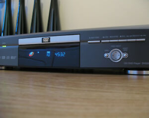 **** SOLD **** CD / DVD Player - LIKE NEW