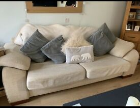 ⭐️⭐️⭐️Free sofa and footstool ⭐️⭐️⭐️