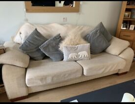 ⭐️Free sofa and footstool ⭐️