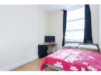 Excellent condition 2 bedroom apartment, in a superior location opposite Goldhawk Rd tube station.