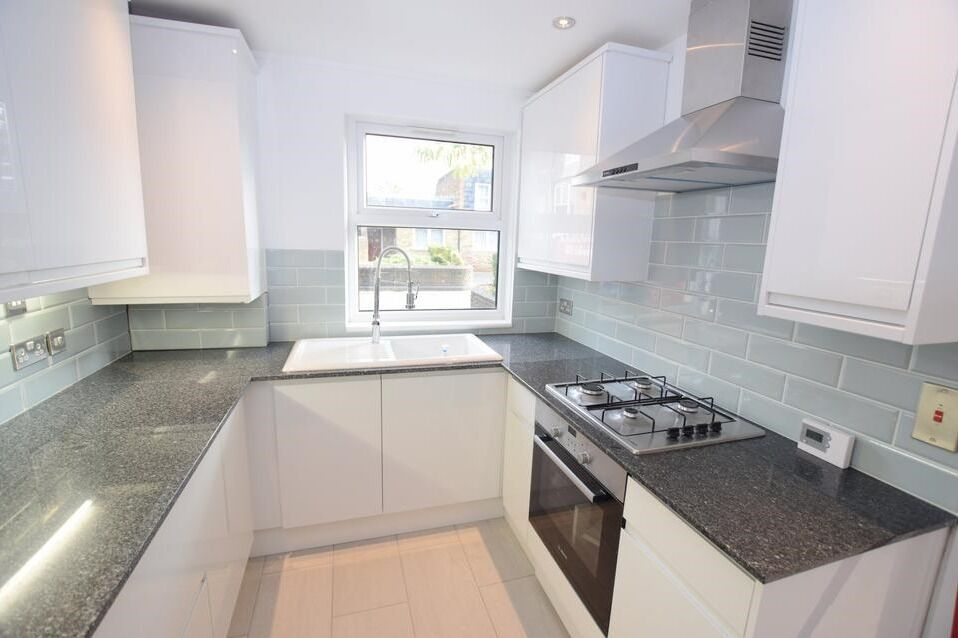 *** HUBE 4 BED HOUSE IN VAUXHALL/ STOCKWELL ***