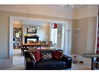 4 bedroom flat in Beaconsfield Place, Aberdeen, AB15 (4 bed) (#1214366)