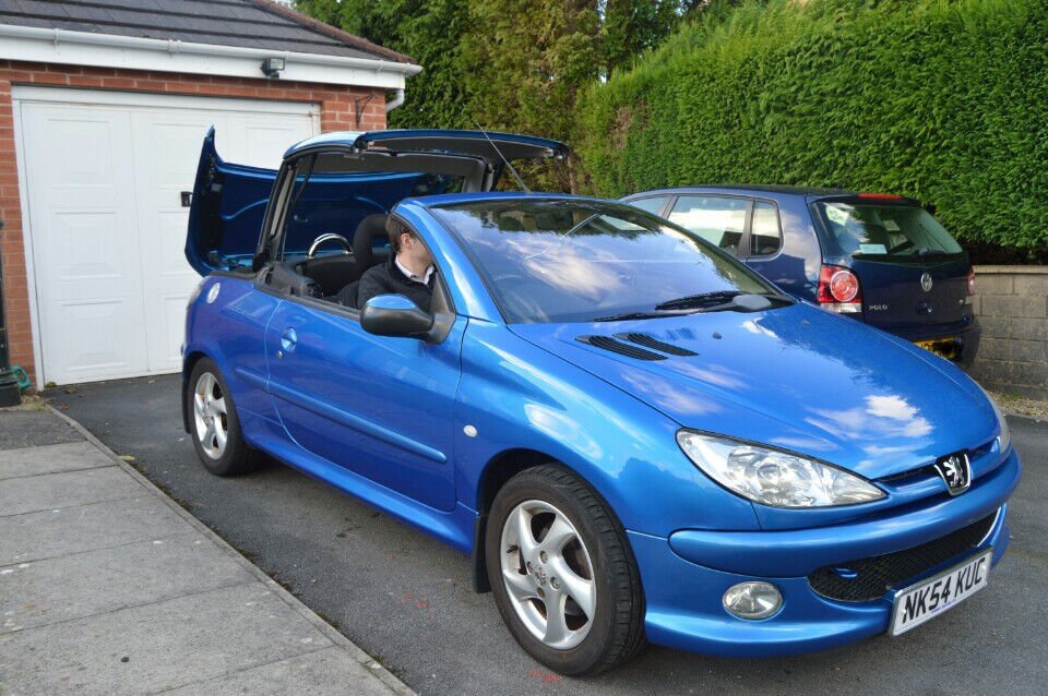 Stunning Peugeot 206CC with very low milage