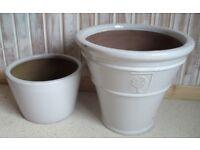 2 White garden pots