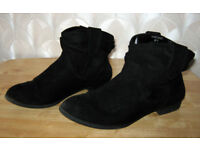 LADIES BLACK ANKLE BOOTS ( mantaray ) SIZE 3 not been worn very much