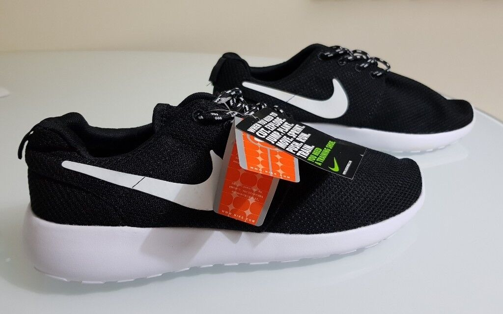 e51104a7beba NIKE ROSHE ROSCHE RUN AIR MAX TRAINERS RUNNING SHOES UK9 EUR 44 BRAND NEW  TAGS